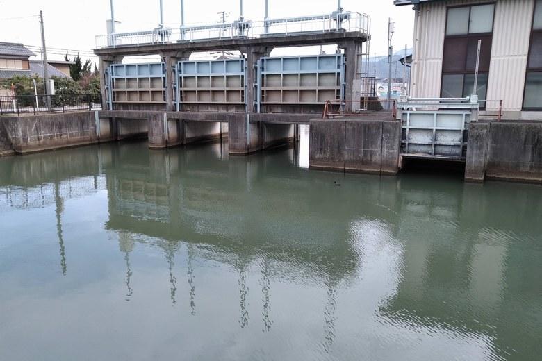 入江川の水門