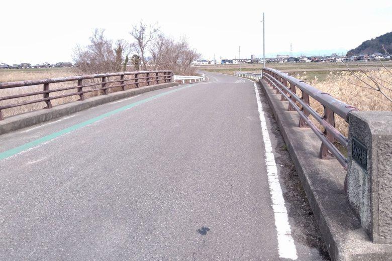 伊庭内湖の上流にある、きぬがさ橋