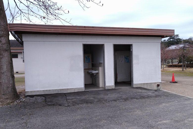 旧彦根港にある公衆トイレ