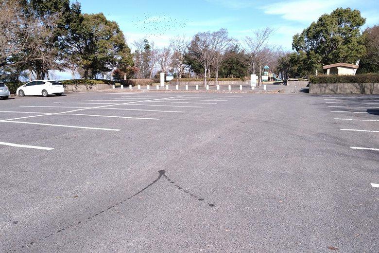 南三ツ谷公園の広い駐車場