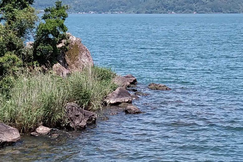 宮ヶ浜の東の岬の岩