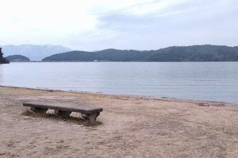 宮ヶ浜の沖と沖島