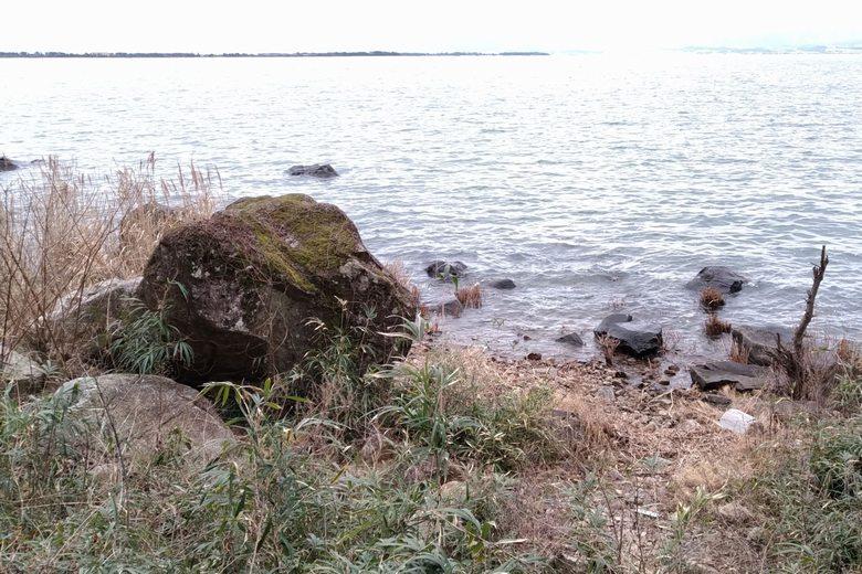 水ヶ浜の一番南にある、小さな張り出しと岩