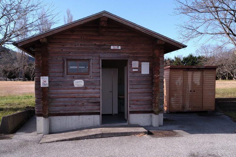彦根の野田沼の、西にある公衆トイレ