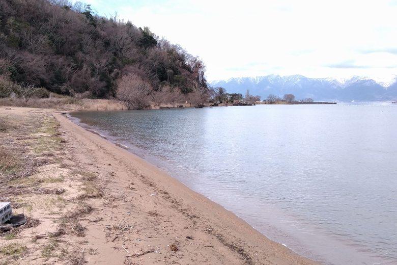 岡山園地の牧水泳場の砂浜