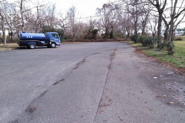 湖岸緑地・岡山園地の駐車場