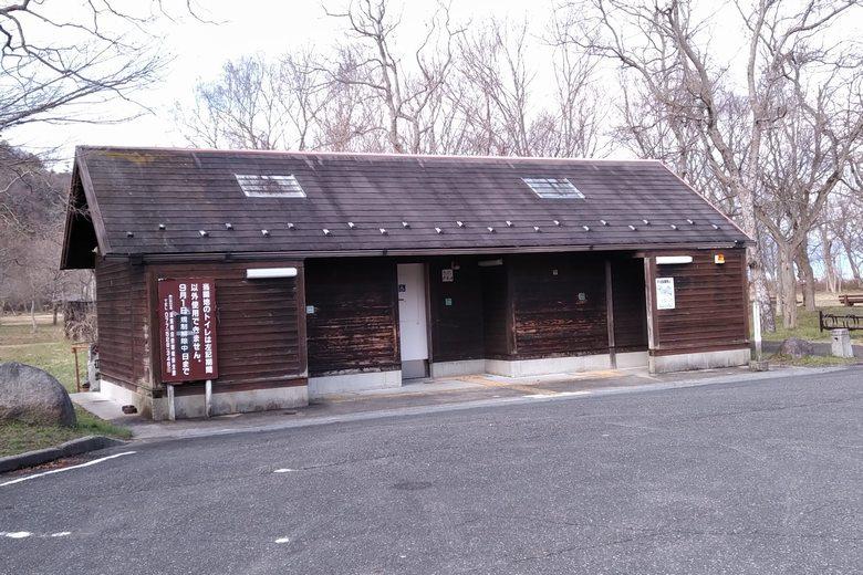 岡山園地の公衆トイレ