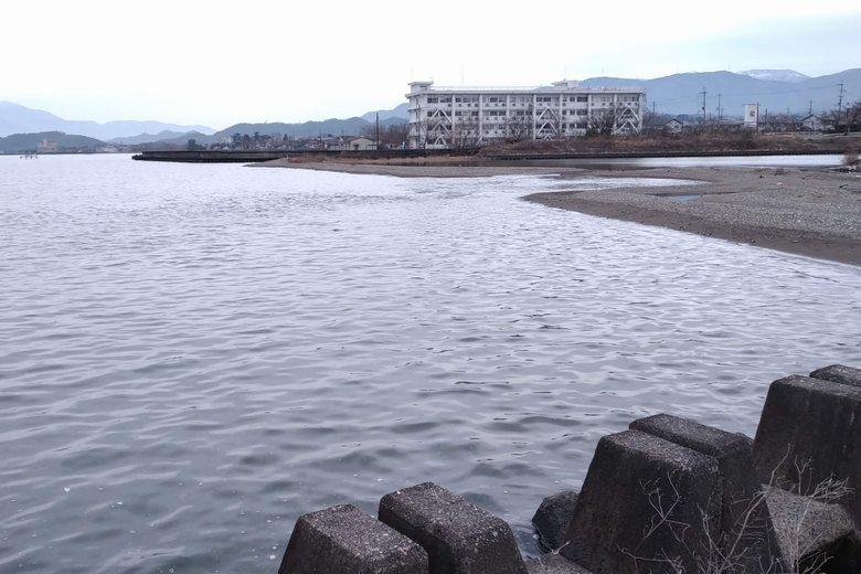ブロックの突提から見た、芹川河口