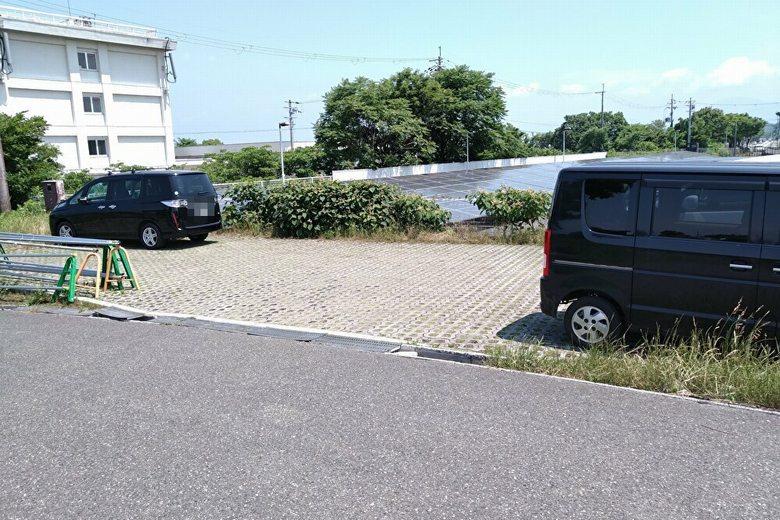 芹川河口の近くにある駐車スペース