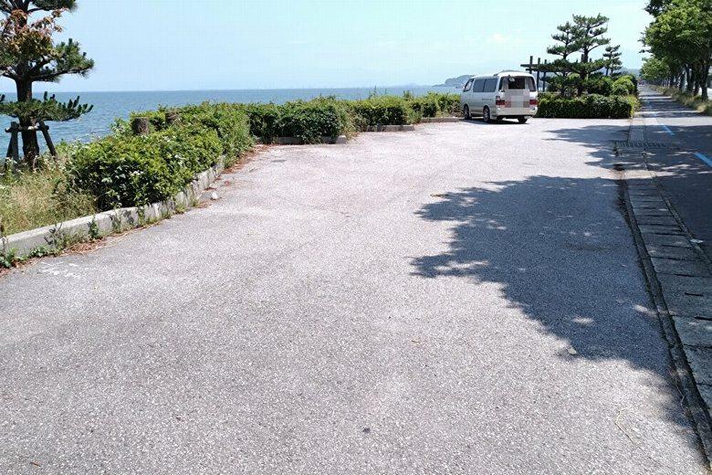 芹川河口から200m北にある、湖岸駐車場