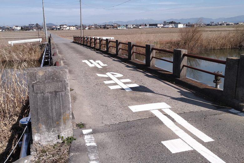 篠田橋と水路