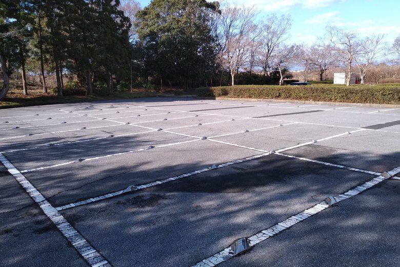 曽根沼の南の角地にある、大きな駐車場