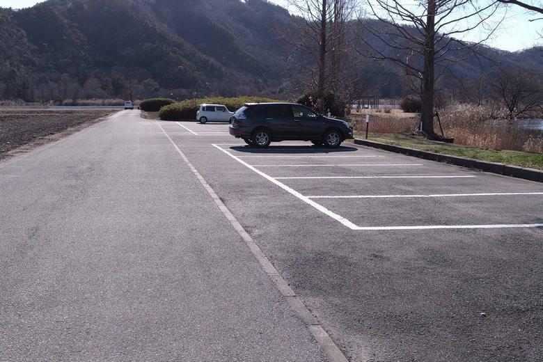 曽根沼の北岸にある駐車場