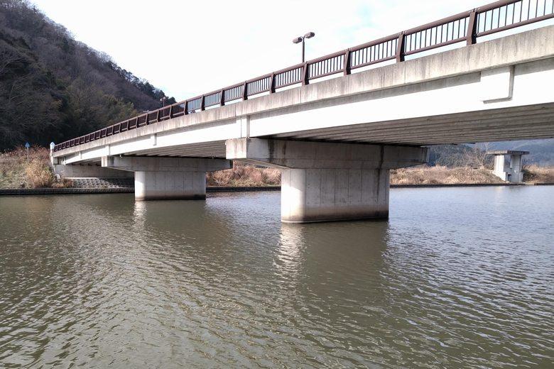 長命寺川と白王橋