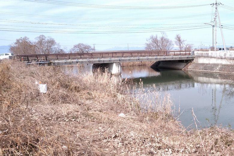 水路に架かる浦葭橋