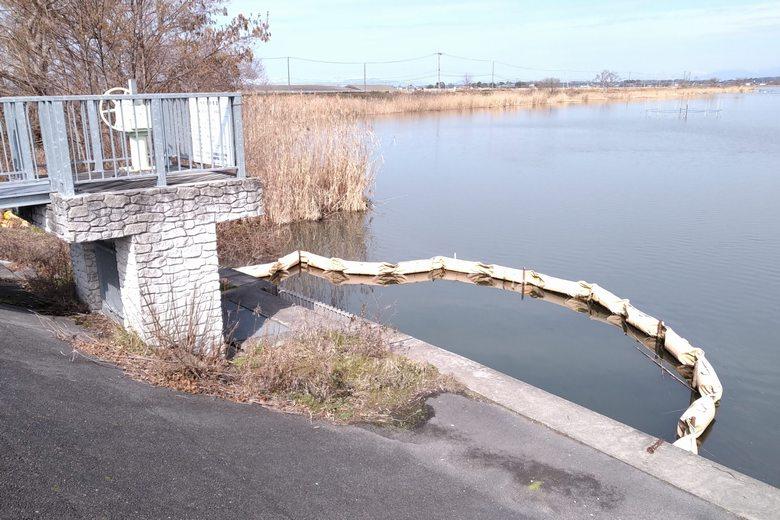 浦葭橋の近くの水門