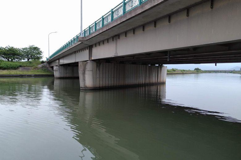 須三嶺大橋の下