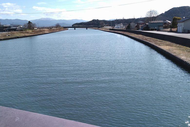 宇曽川河口の上流