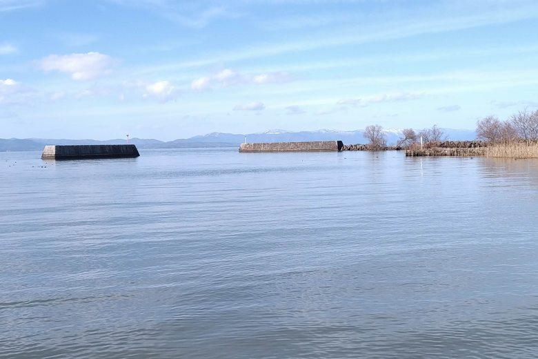 湖岸緑地・柳川の沖にある、一文字の防波堤