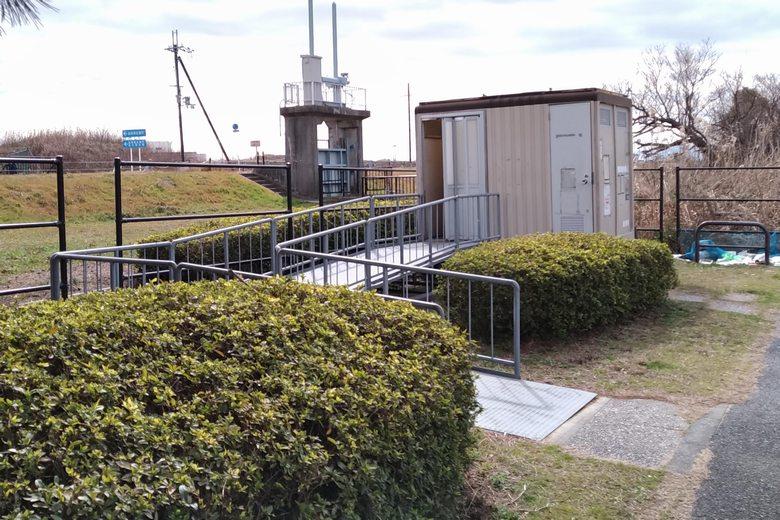 湖岸緑地・吉川の簡易トイレ