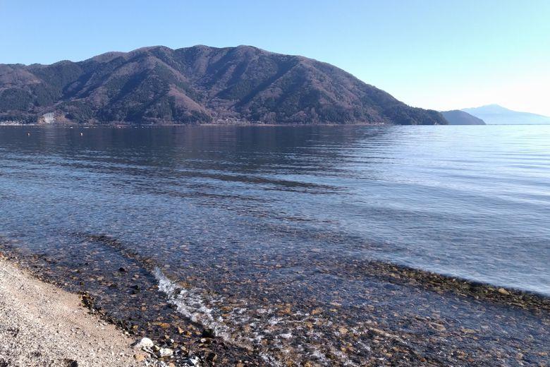 琵琶湖の北湖の岸辺