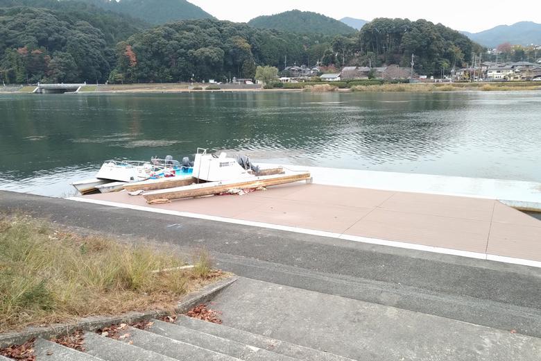 瀬田川東岸の、同志社大学ボート部の船着き場