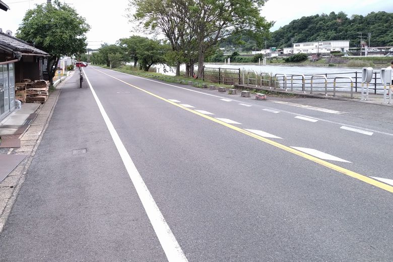 平津エリアの瀬田川沿い通る、国道422号線
