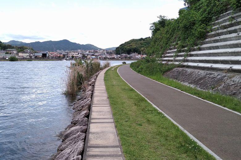 瀬田川のカーブの内側の岸