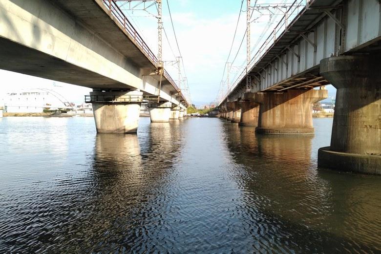 2本のJR高架の橋