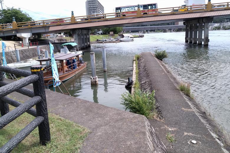 瀬田唐橋の東詰にある船溜まり