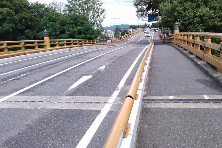 瀬田唐橋の上を通る道路