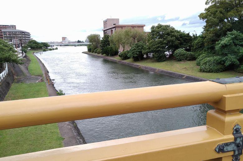 瀬田唐橋から見た、瀬田川の西側