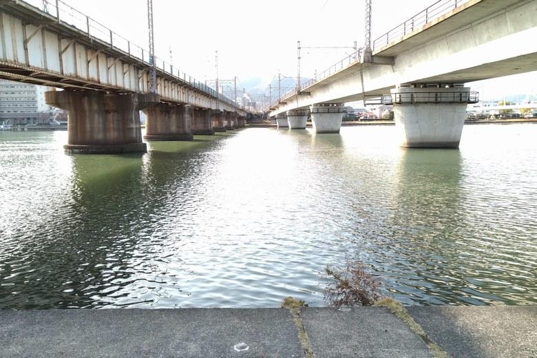 2本の、JRの瀬田川橋梁