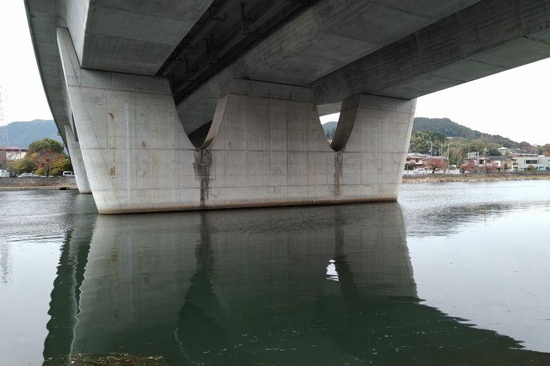 京滋バイパスの東の橋脚
