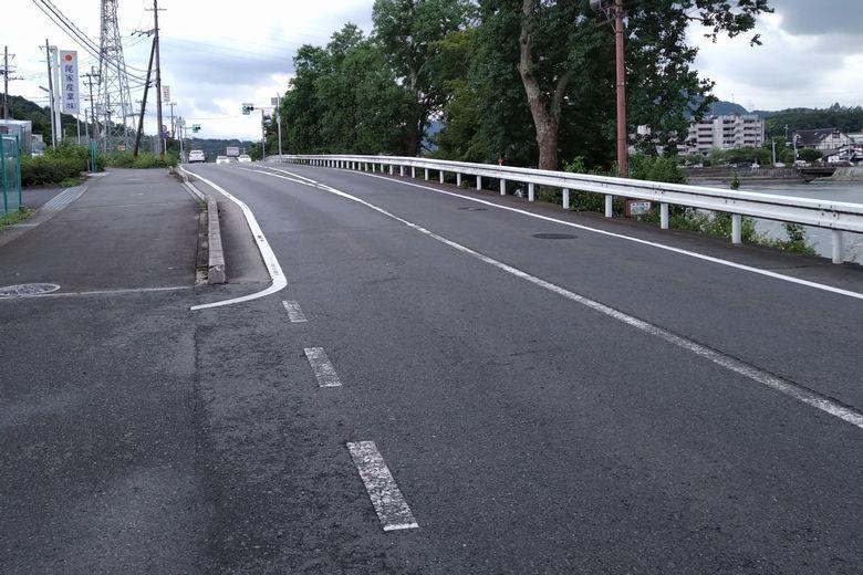 瀬田川の東岸を通る、県道29号線