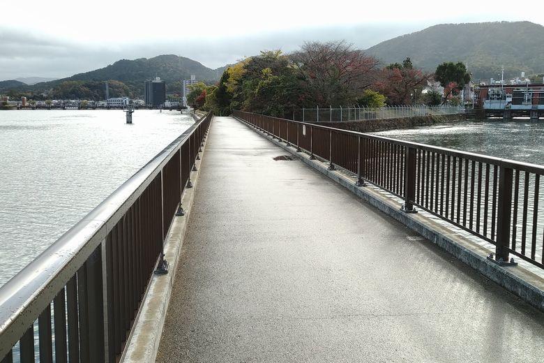 南郷ほたる橋と瀬田川