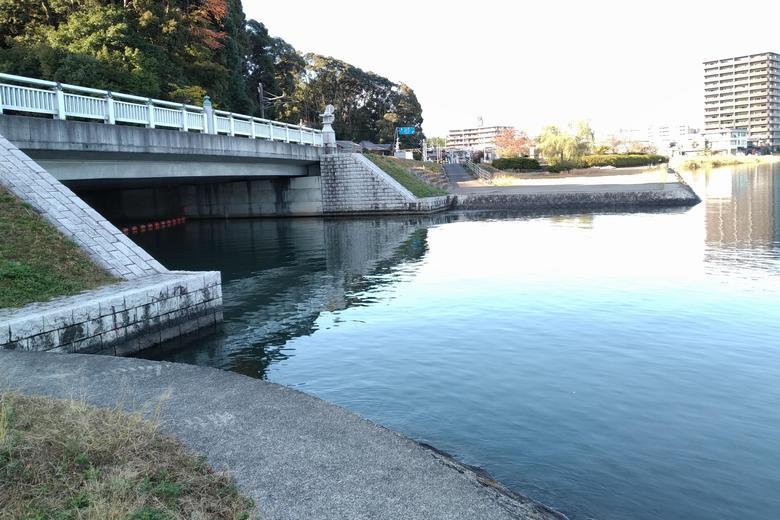 南から見た、大津放水路の流れ込み