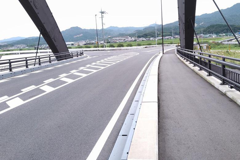 瀬田川令和大橋を通る国道422号線
