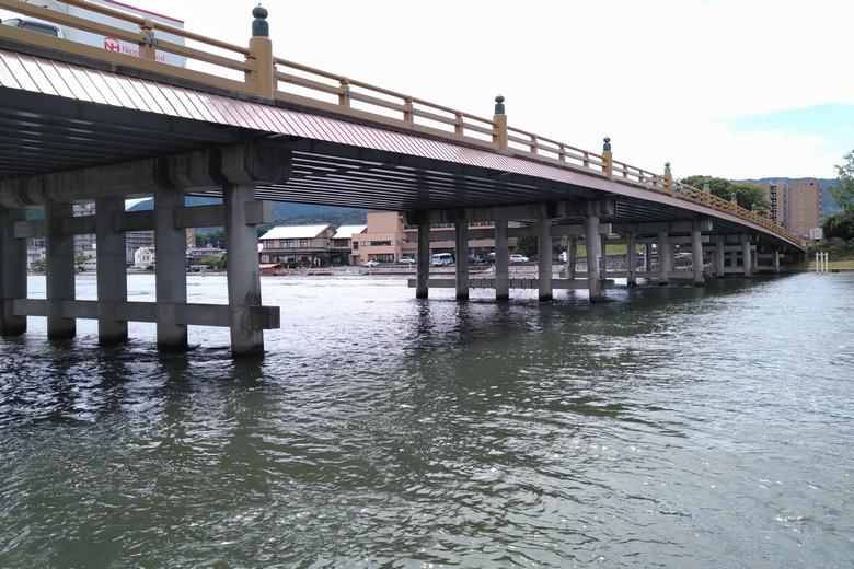 東詰の突提から見た、瀬田唐橋の橋脚