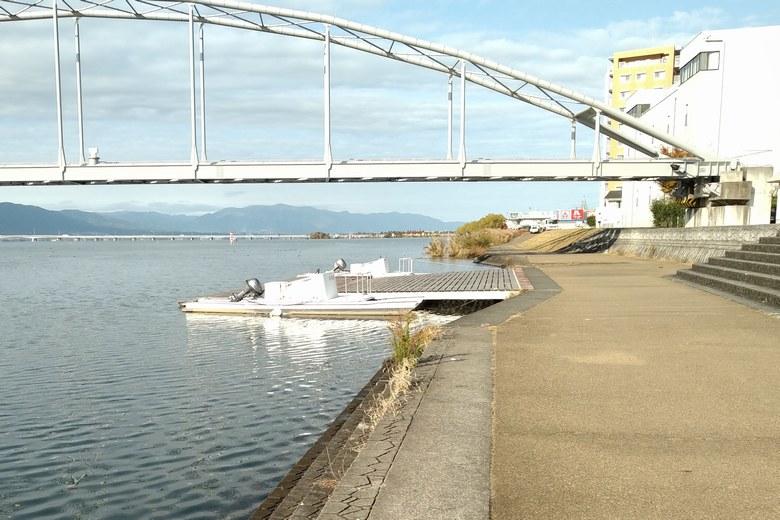 瀬田川共同橋と、ボートの船着き場