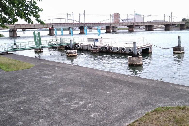 瀬田川新港の船着き場