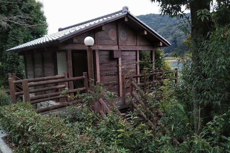 新緑苑エリアの公衆トイレ