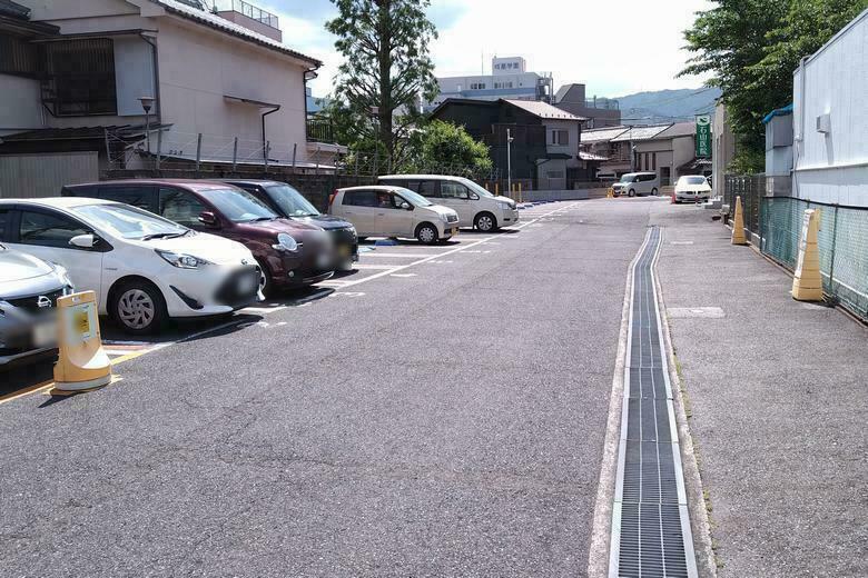 タイムズ石山商店街前の駐車場