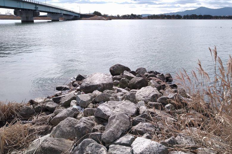 野洲川河口の北の石積み突提