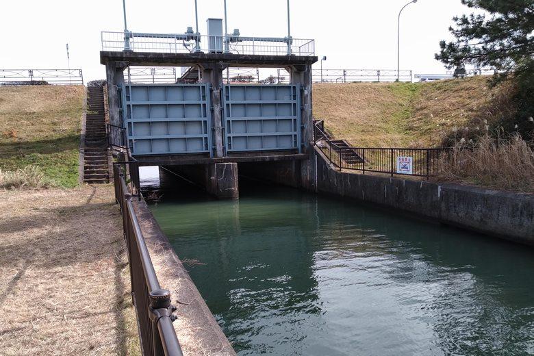 野洲川河口の北の水門