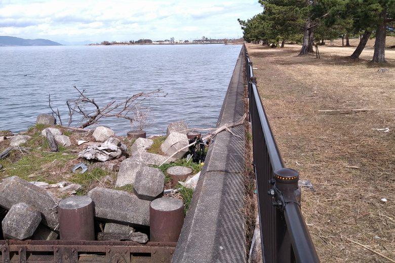 吉川漁港の突提とコンクリート護岸