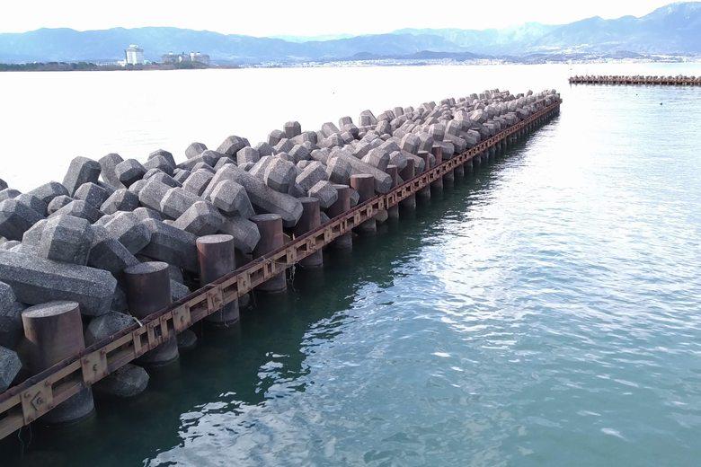 吉川漁港の、南側の突提