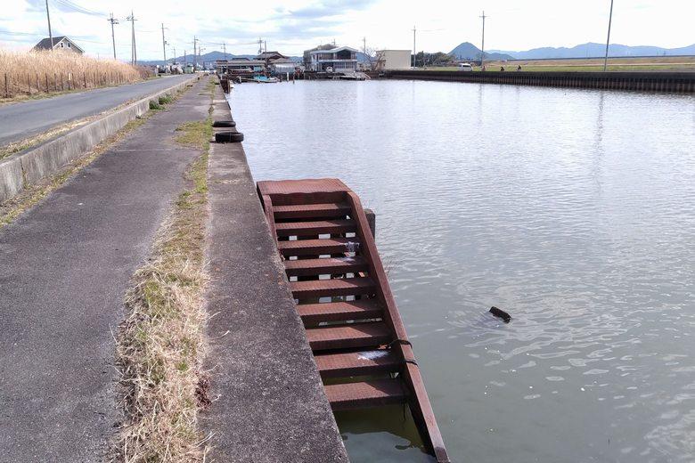 吉川漁港の護岸と階段