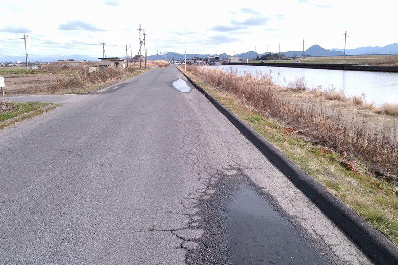 吉川漁港の外周の細い道路