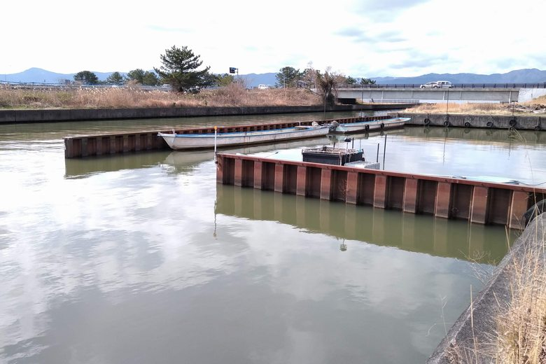 吉川漁港の船溜まりの鉄板
